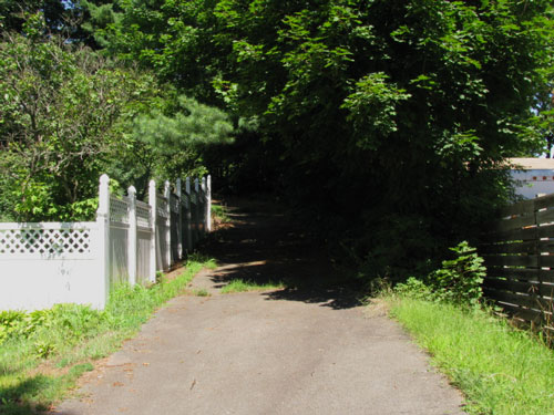Lane to Latimer Hill Cemetery